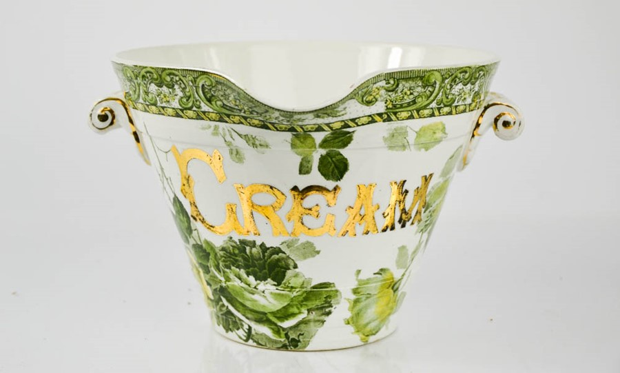 Bidders fight to win an Amies & Co of London & Derby Cream bowl