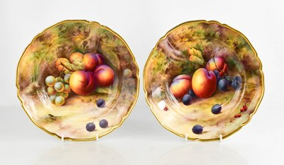 Lot 7 - A fine pair of Royal Worcester bowls by Horace...